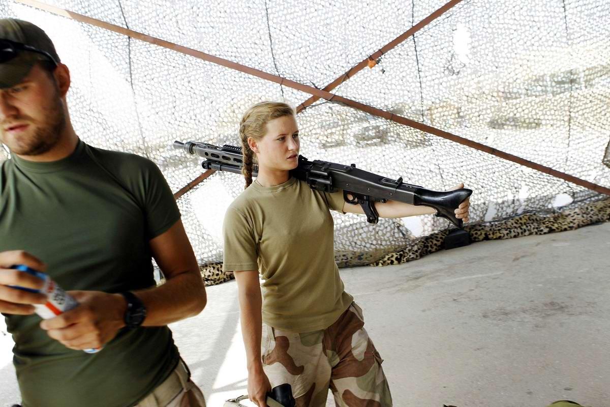 Очень грозная сила: Девушки в армейской униформе (19)