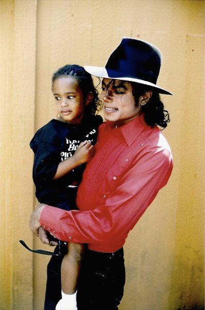 Foto di Michael e i bambini - Pagina 21 0_a42a9_f8bc8f0f_X5L