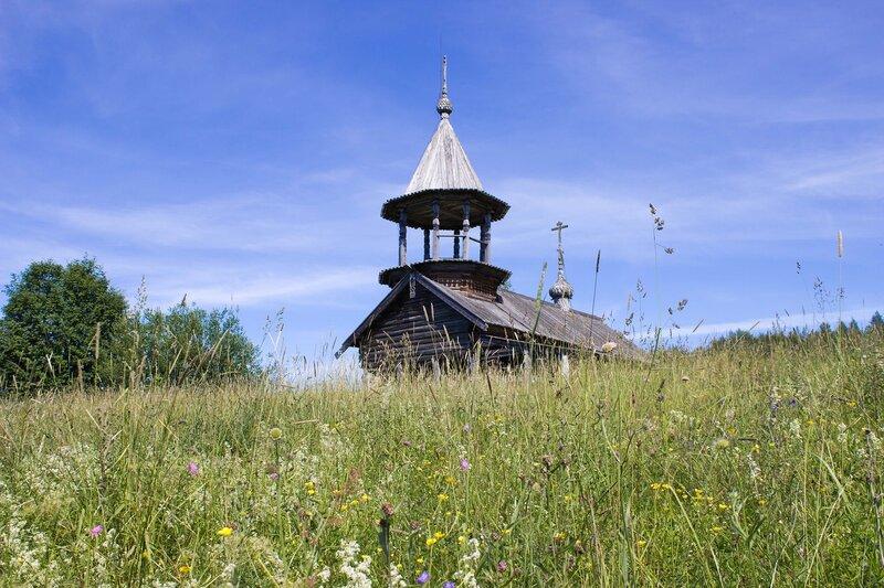 часовня в деревне Ерши на берегу озера Сандал