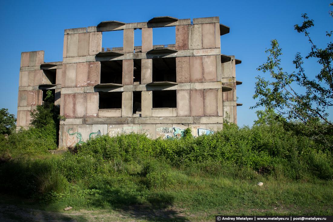 Не достроили здание