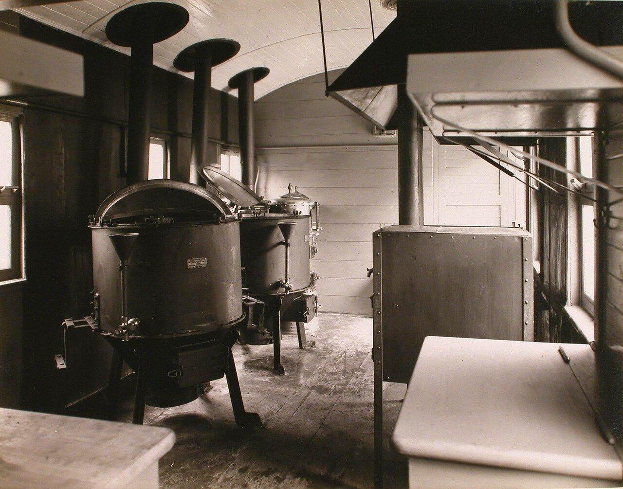 17.Вид части вагона-кухни в передовом санитарном поезде