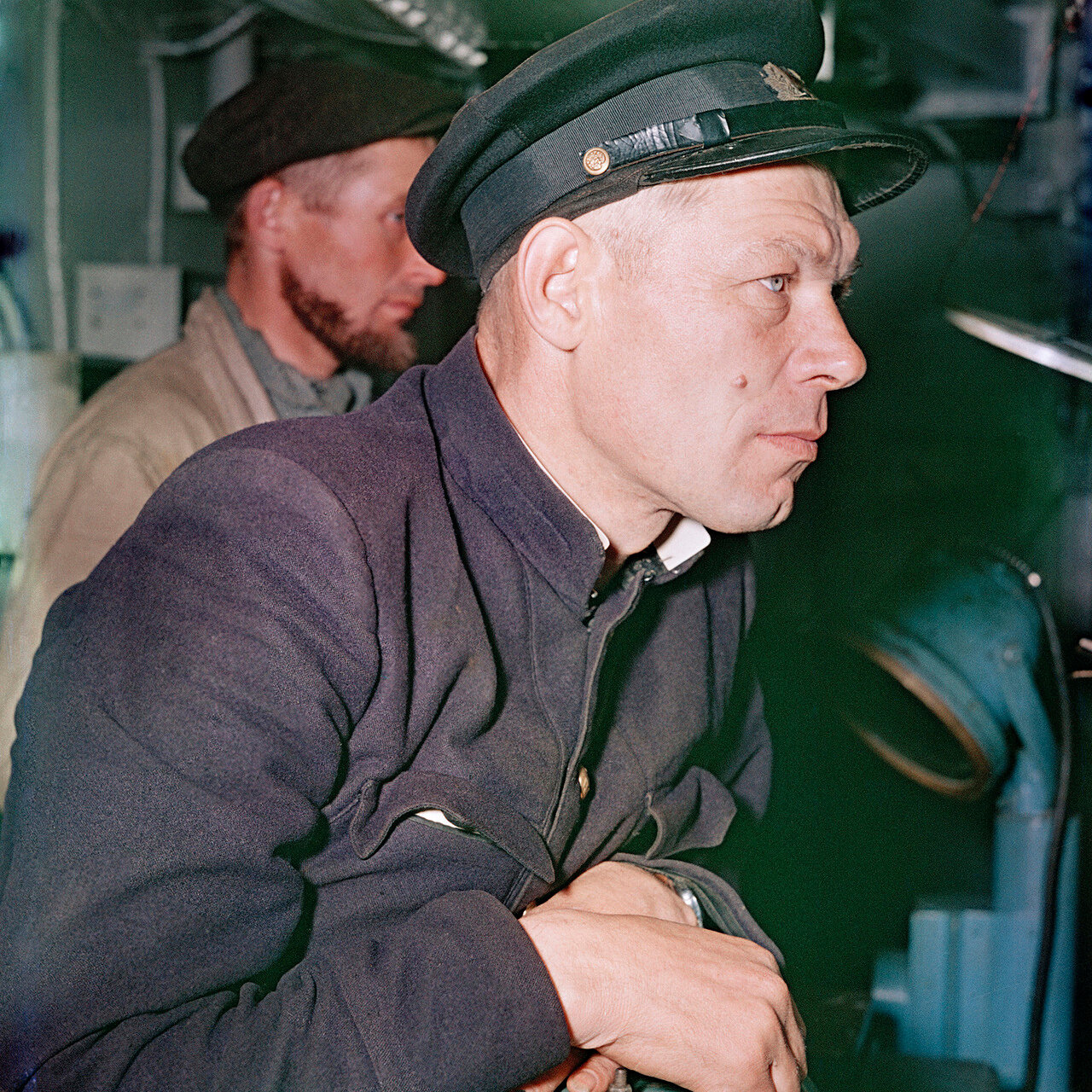 Курильская китобойная флотилия, капитан китобойца «Ураган»