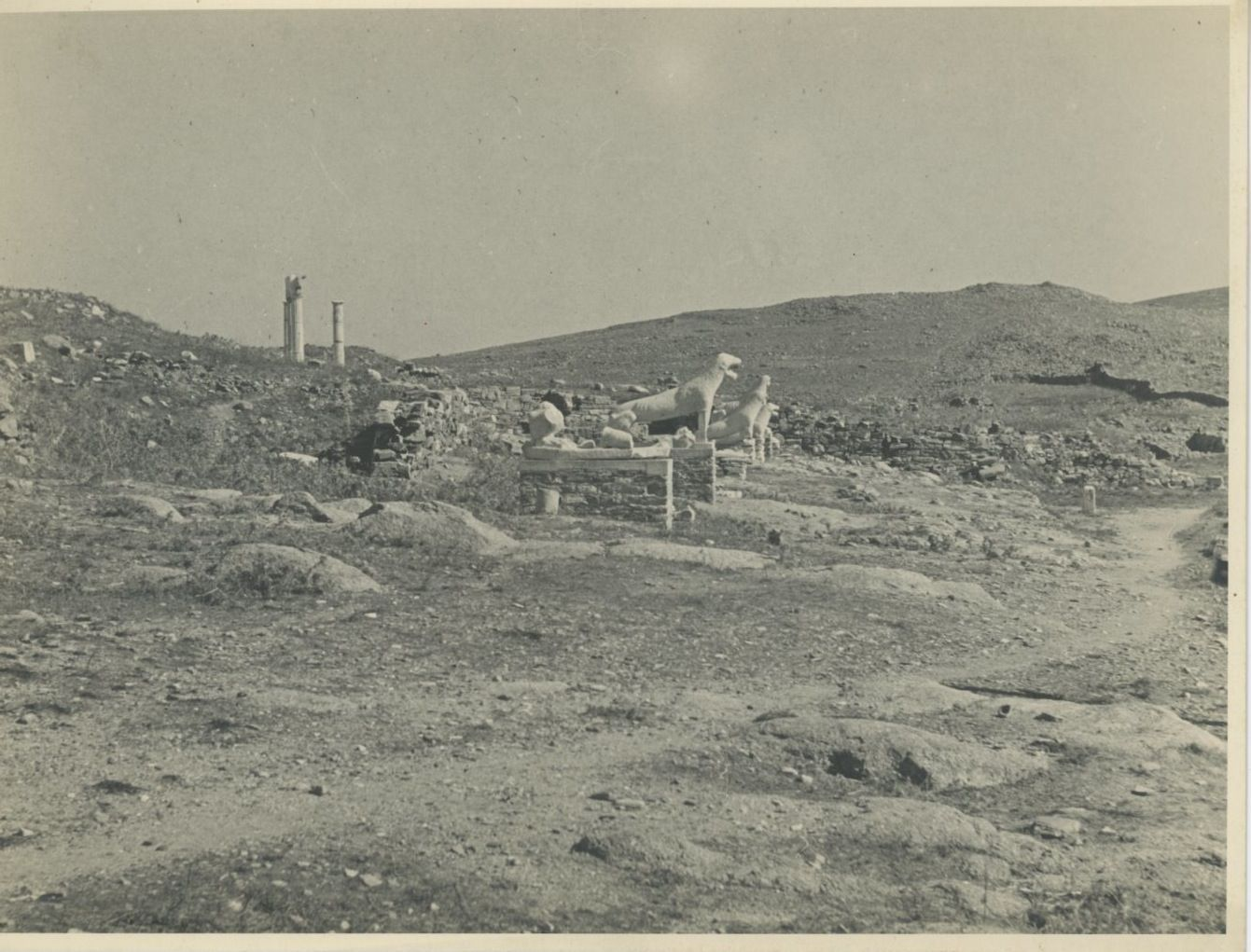 Делос. Терраса львов, посвящённая Аполлону, от жителей острова Наксос, около 600 г. до н. э