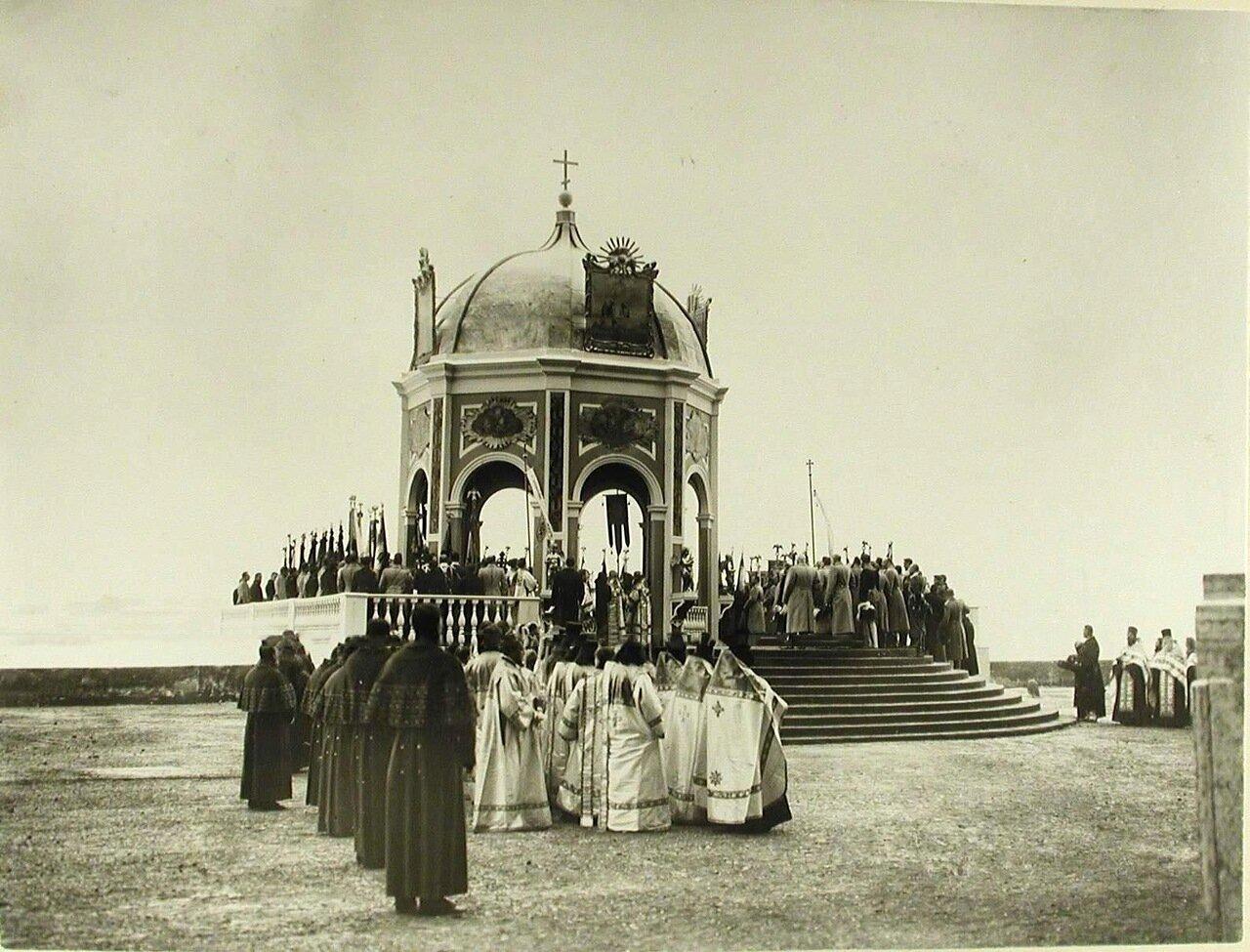 03. Император Николай II,члены императорской фамилии,высшие офицерские чины,священнослужители у Иордани во время водосвятия