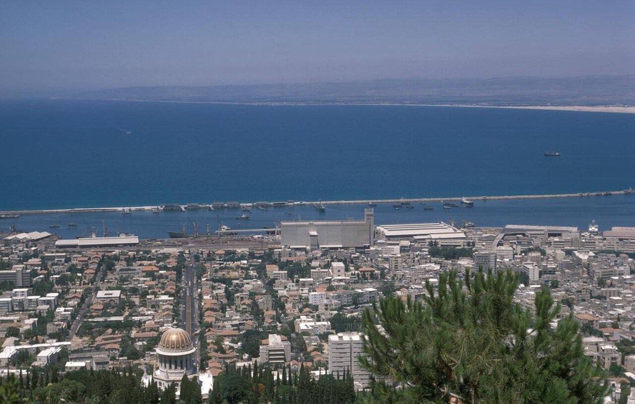 10. Вид на залив и Бахайский храм с горы Кармель