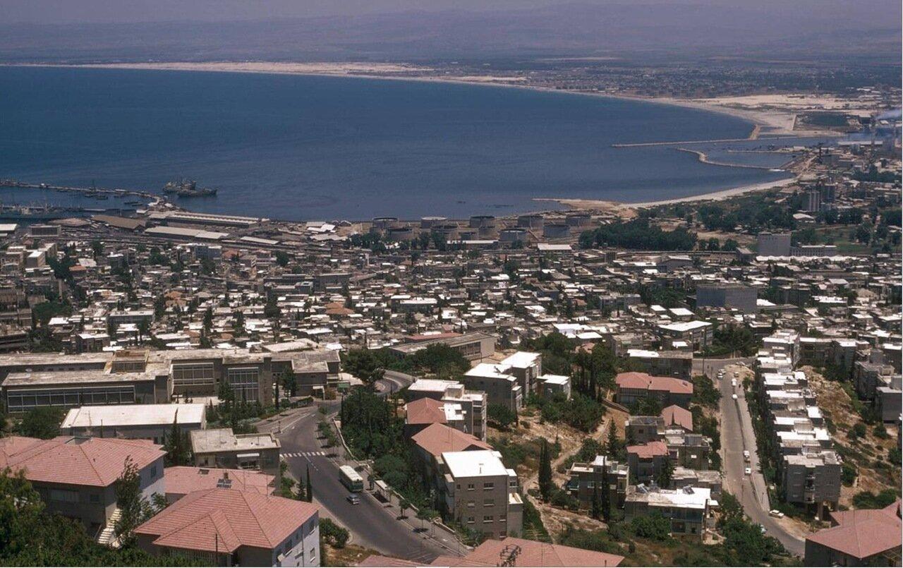18. Вид на город и залив