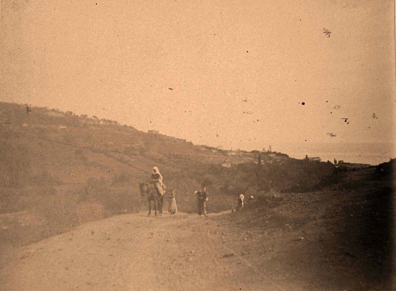 64. Местные жители по дороге в аул