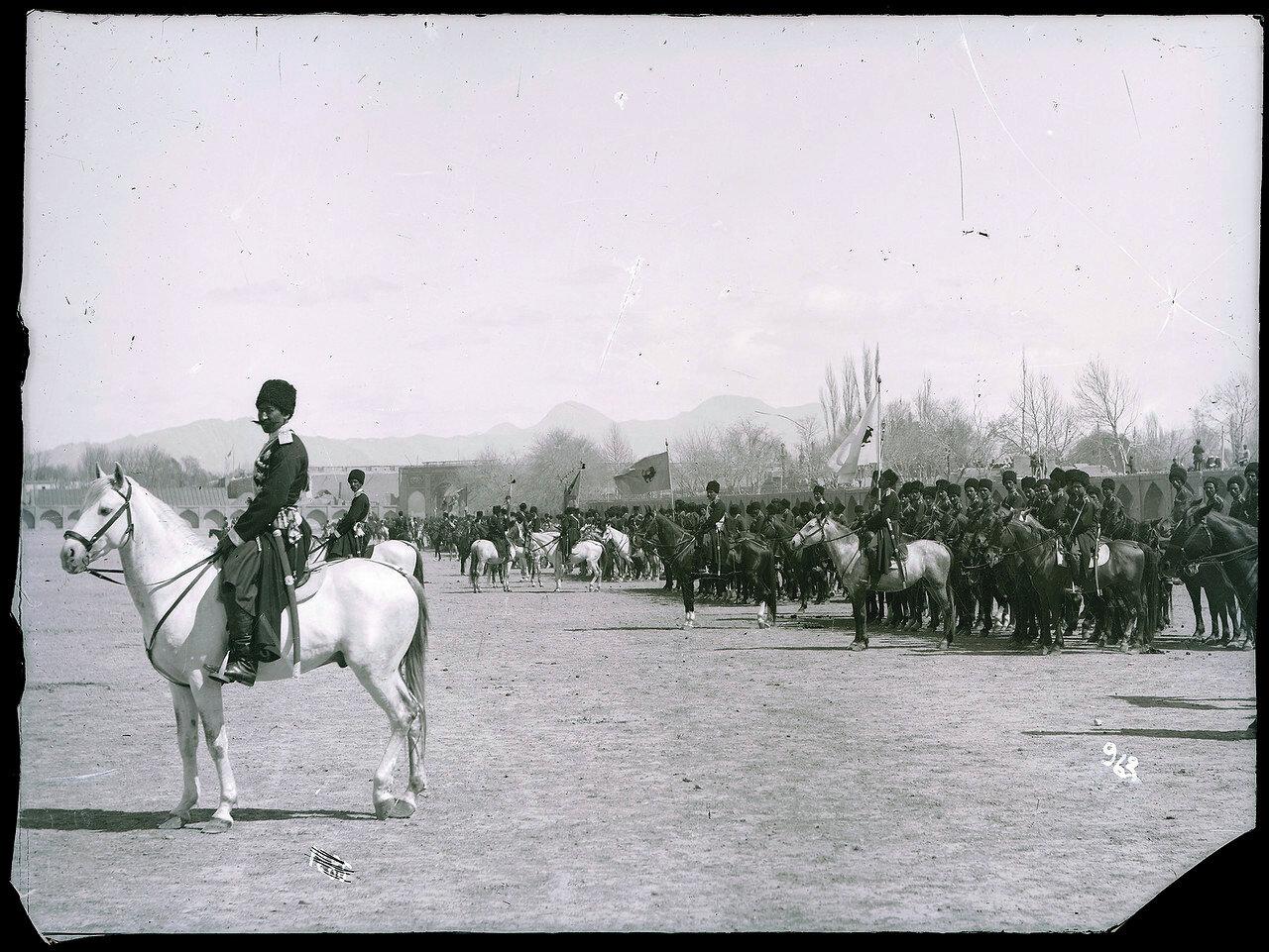 Персидская казачья бригада на центральной площади Тегерана