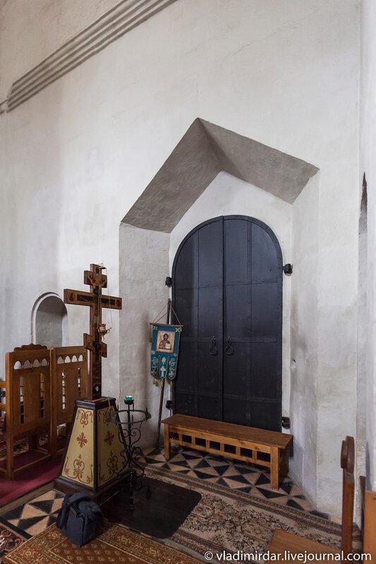 Врата в придел святой великомученицы Екатерины