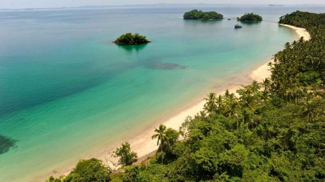 В 30 километрах к западу от материковой части Панамы лежит удивительный архипелаг в Тихом океане. Ко