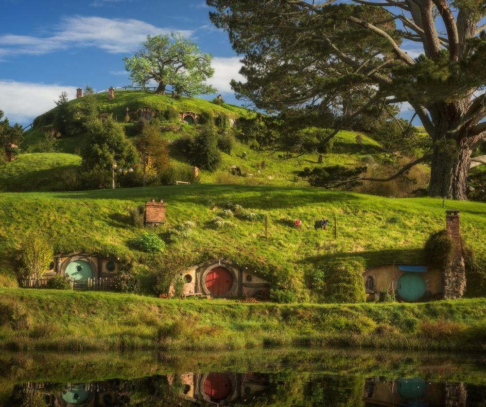 Деревня-фэнтези была создана наовечьей ферме заодин год усилиями 400 человек для съемок знаменитой