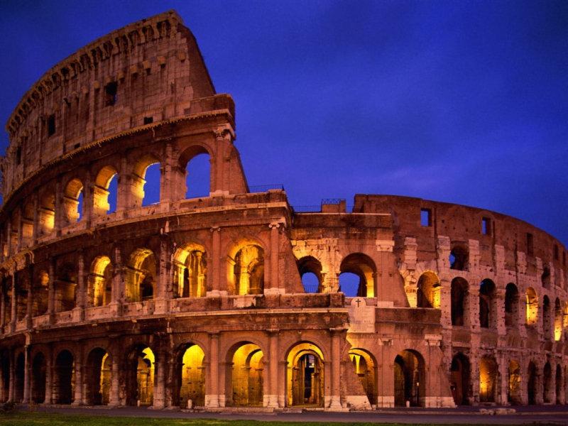 Колизей - главное, чем гордятся итальянцы. Здесь проводились бои гладиаторов и выводили напоказ