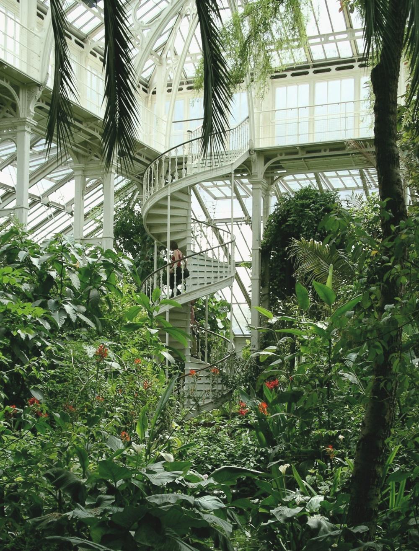 Наиболее известными достопримечательностями вКоролевском ботаническом саду являются Дворец Кью, Мин