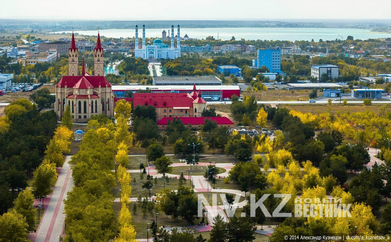 tolpa-muzhikov-trahnula-devushku