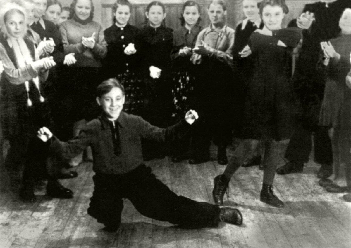 1950. Володя Высоцкий в пионерлагере «Машиностроитель» г.Покров, Владимирской области