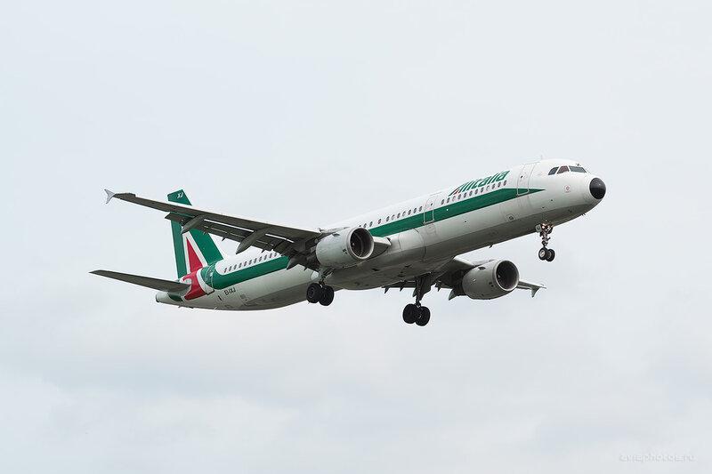 Airbus A321-112 (EI-IXJ) Alitalia D806028