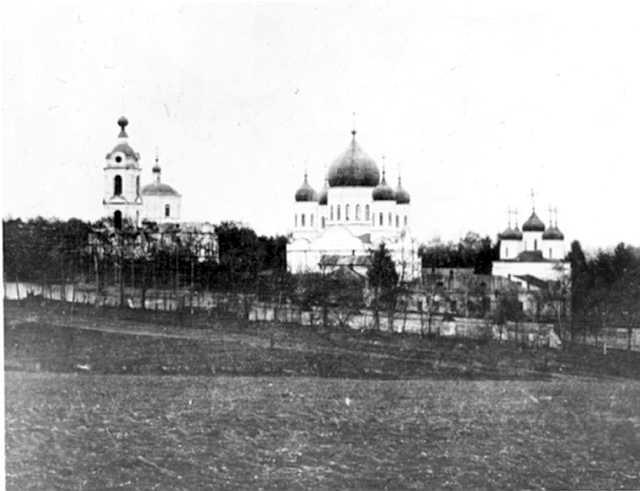 Общий вид Троицкого (Рождественско-Богородичного, Тихвинского) Оптина общежительного третьеклассного мужского монастыря