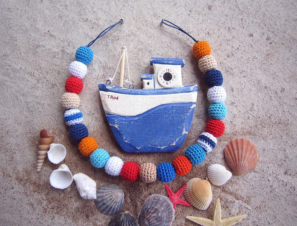 Ожерелье из бусин, обвязанных крючком. Кораблик, ракушки