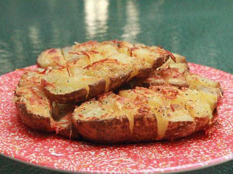 Картофель, запеченный с сыром и чесноком