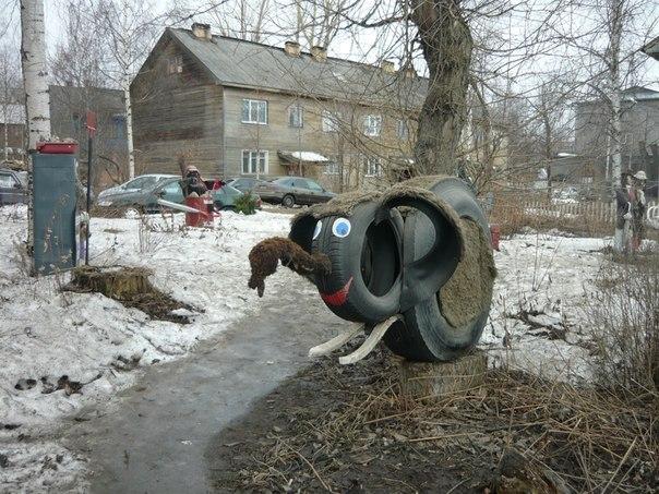 скульптура из автомобильных шин