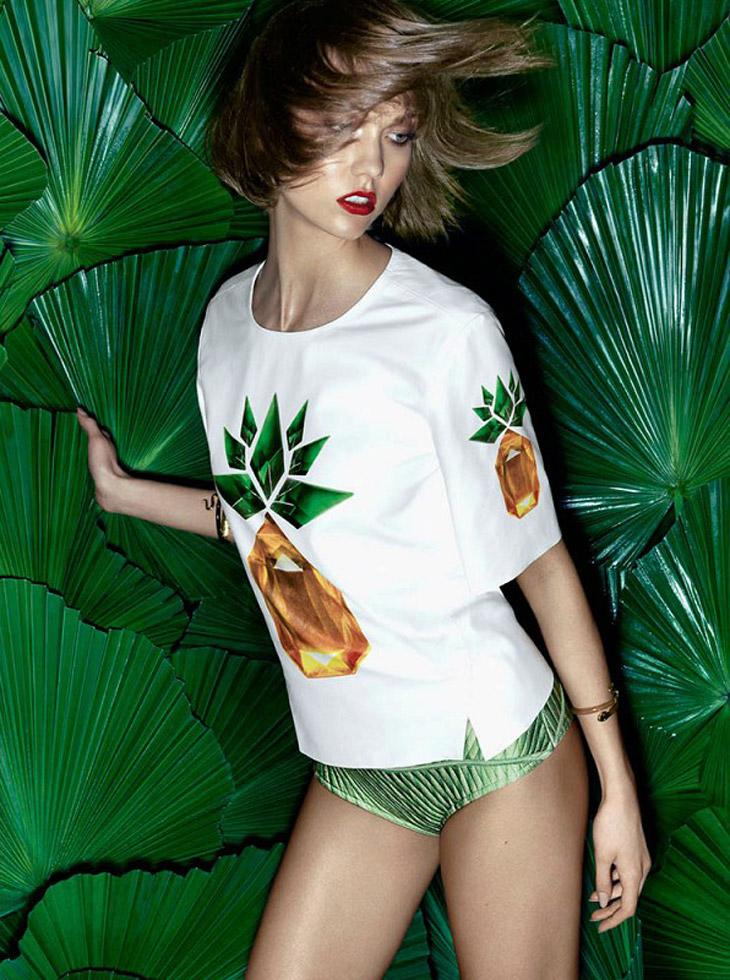 Карли Клосс в экзотическом образе для бразильского Vogue