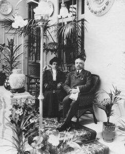 Итальянский посол кавалер Джулио Мелегари с женой в посольстве.