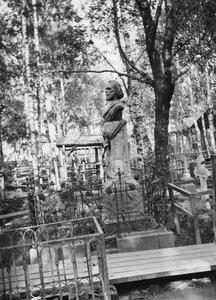 Надгробный памятник поэту С.Я.Надсону.