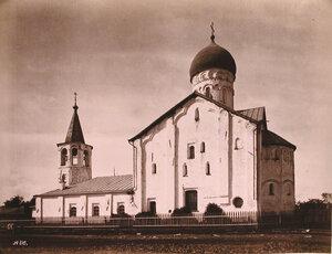 Вид юго-западного фасада церкви Феодора Стратилата на Ручью (на Торговой стороне;построена в 1360-1361 гг.). Новгород г.