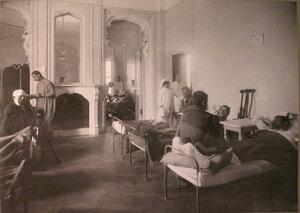 Раненые в палате лазарета при городском Ляминском приюте.