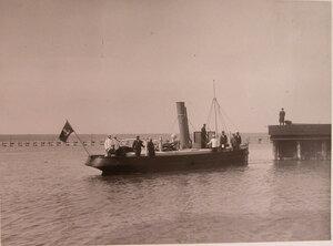 Спущенный на воду катер Работник, изготовленный на заводах общества и предназначенный для Владивостокского порта.