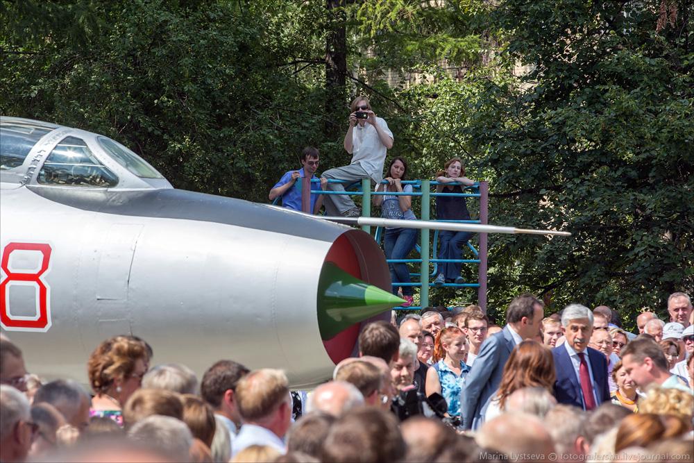 Памятник Су-7Б, 75 лет Сухому