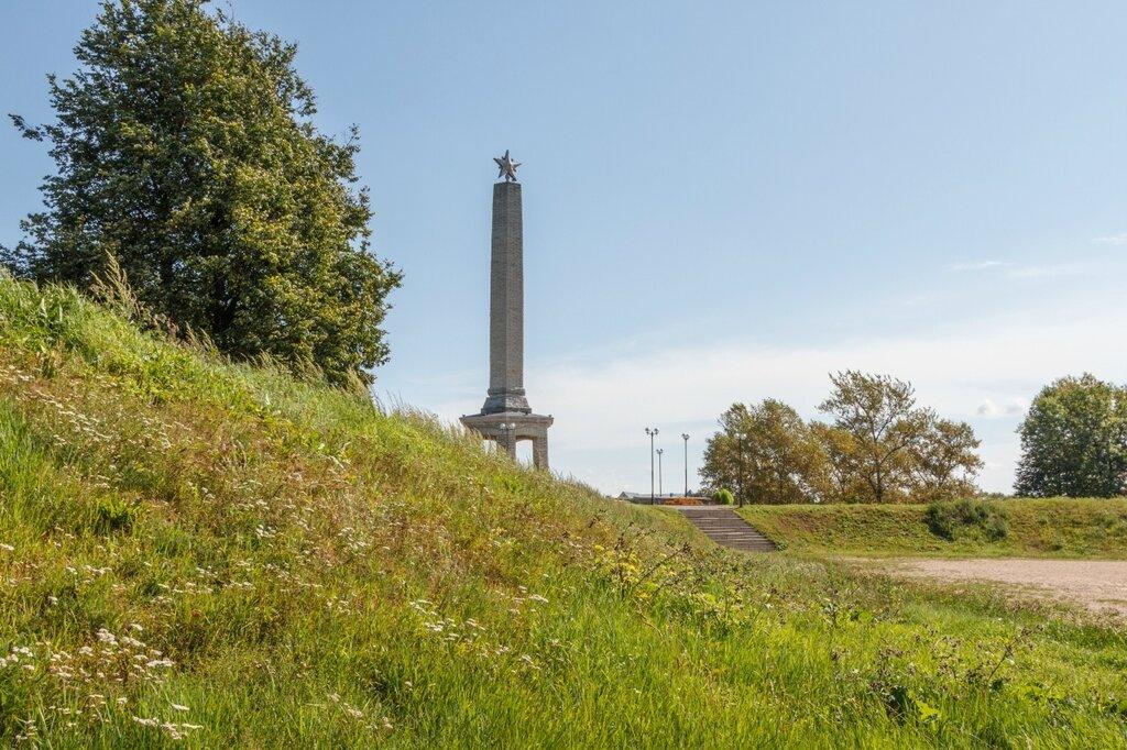 Великолукская крепость, Обелиск Советским воинам, погибшим при освобождении города от немецко-фашистских захватчиков