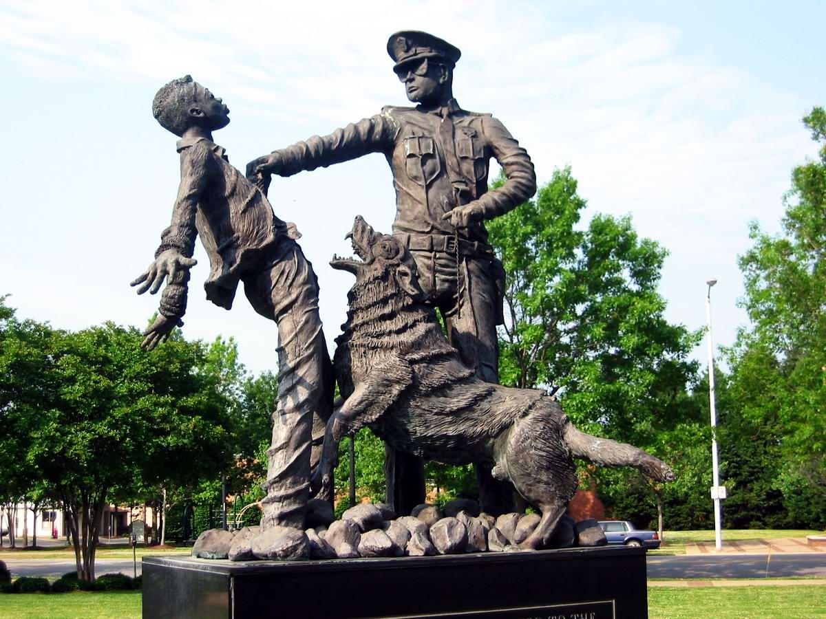 США: Kelly Ingram Park - мемориал борьбы американских негров за свои гражданские права