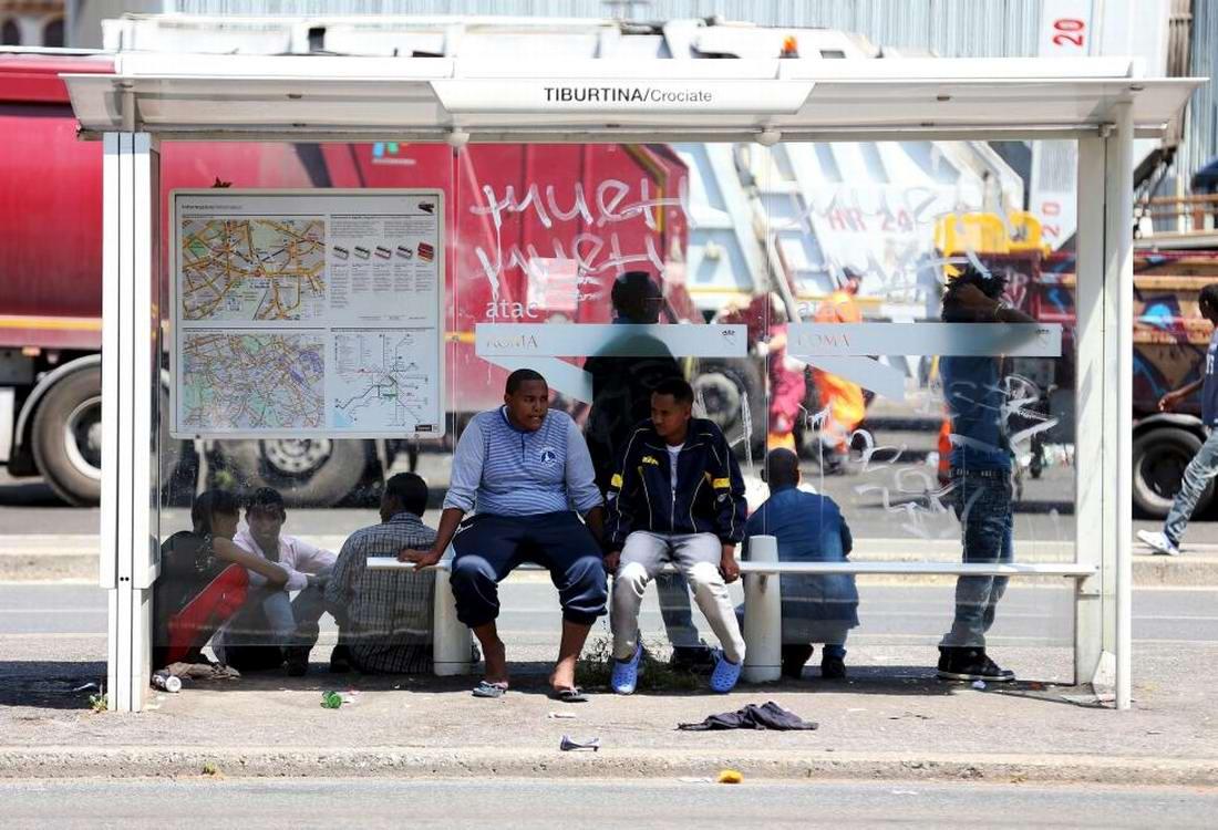 Ж/д вокзал итальянского Милана превратился в бомжатник: Миграционная политика ЕС (10)