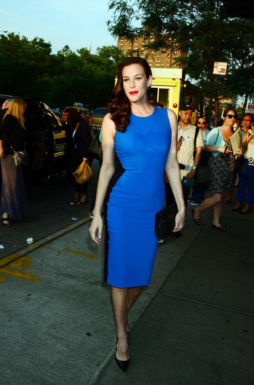 синее платье и красная помада фото монтажу потолка для