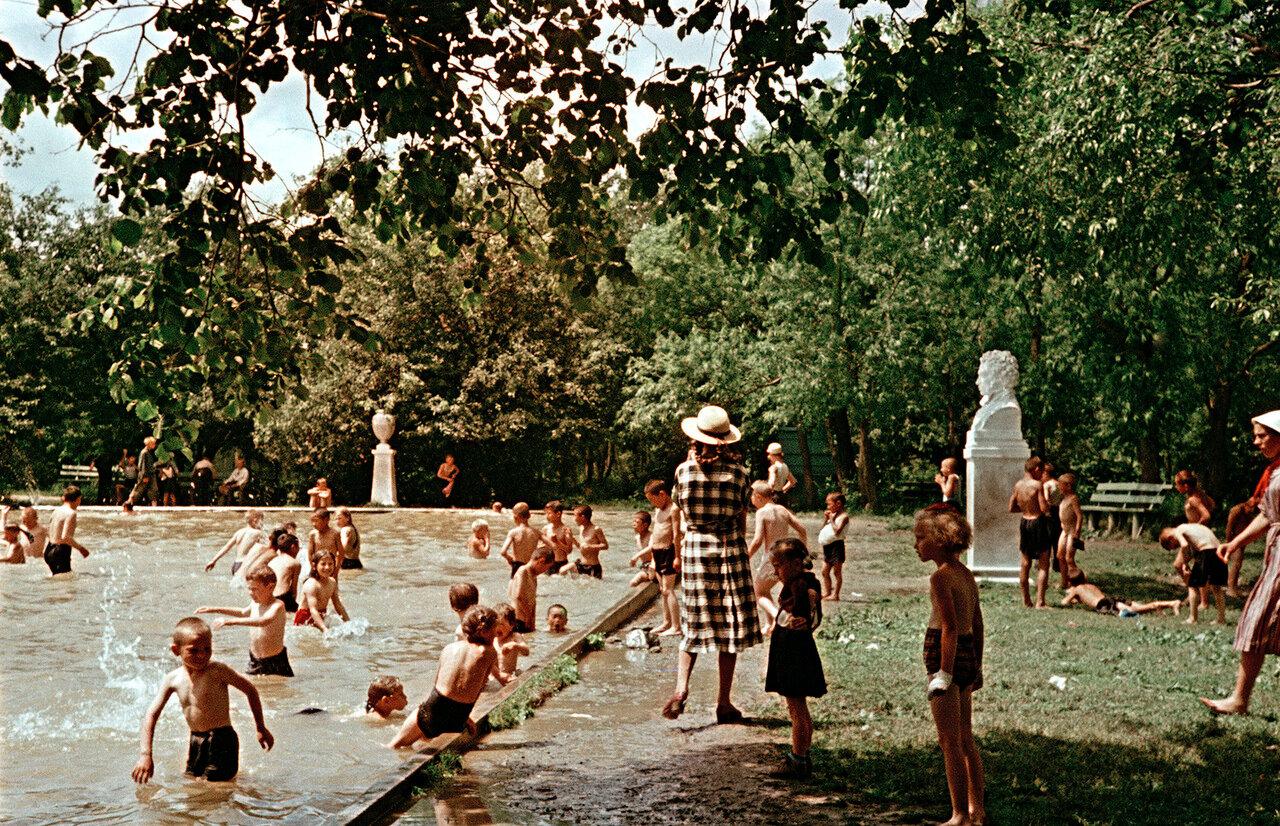Детский бассейн в парке