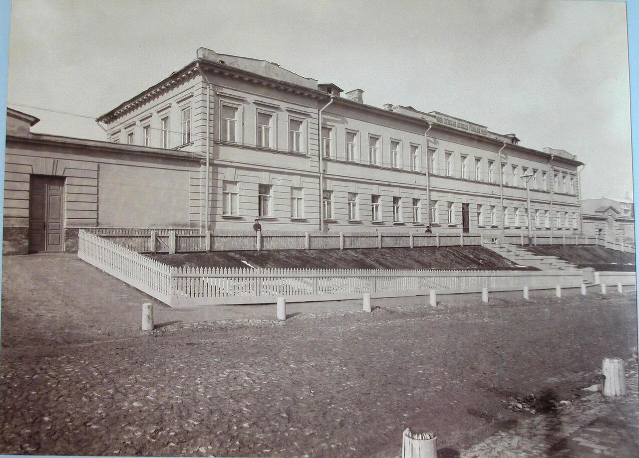 16. Вид фасада здания женской гимназии
