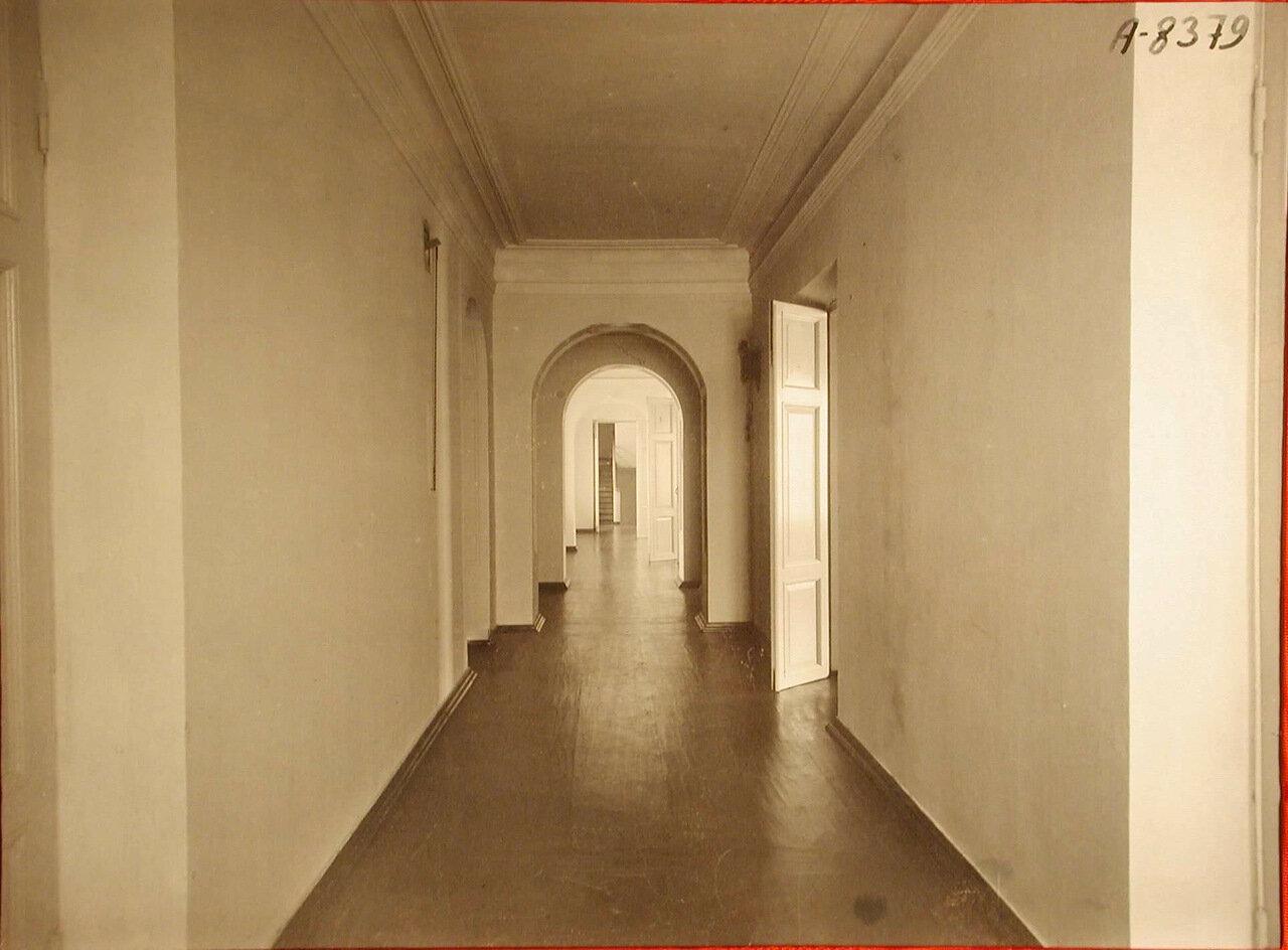 05. Вид части коридора