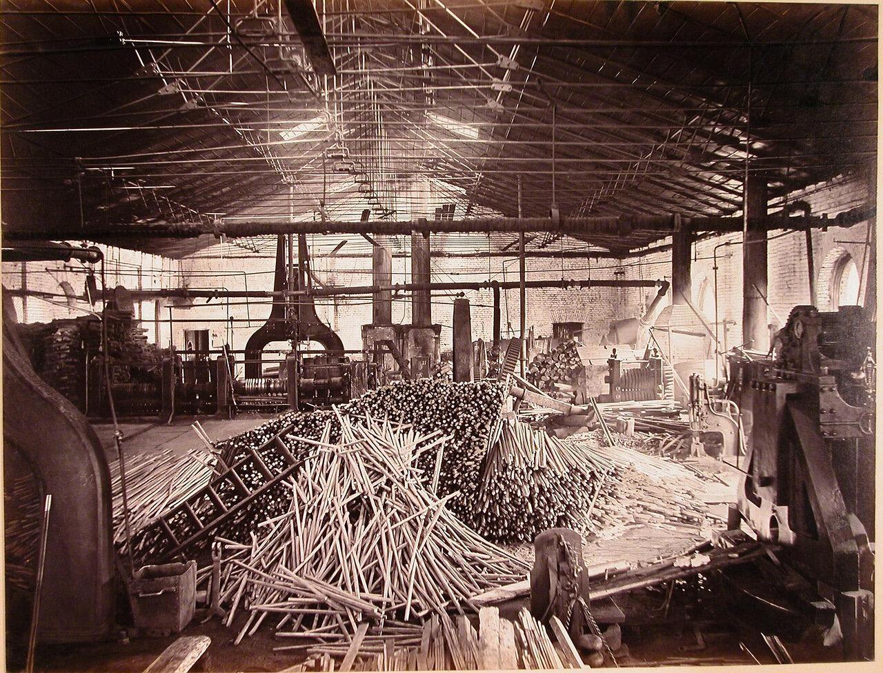15. Внутренний вид пудлингопрокатной мастерской завода для изготовления пудлинговой стали
