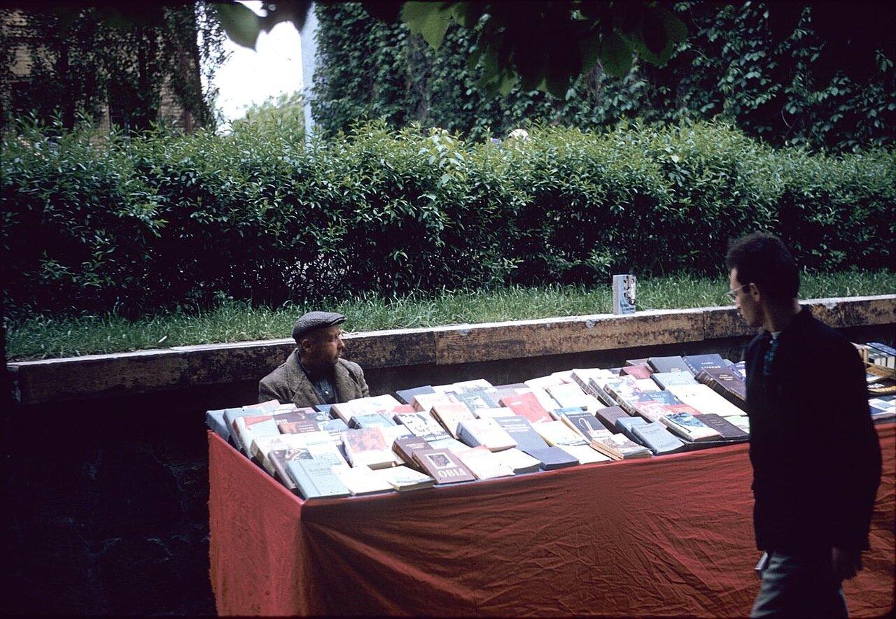 Уличная книготорговля