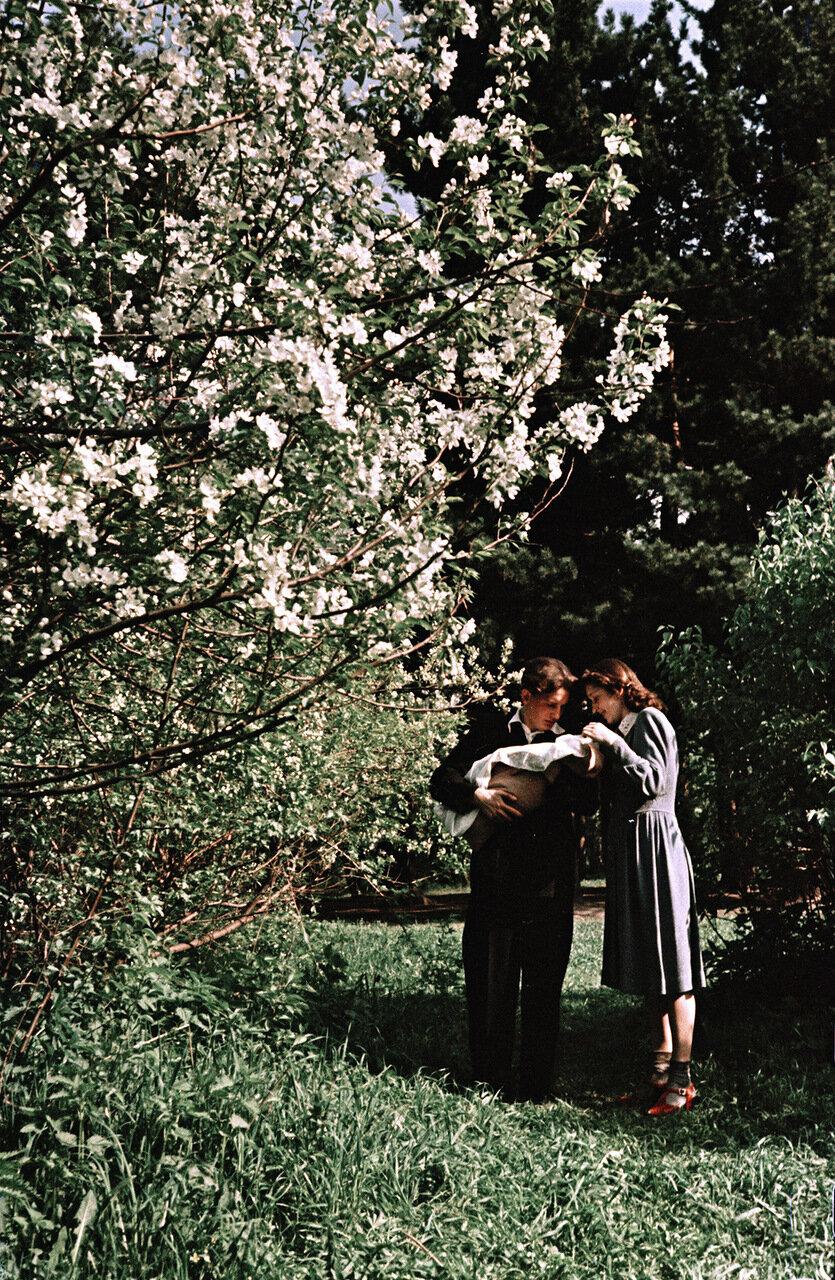 Молодая супружеская пара студентов