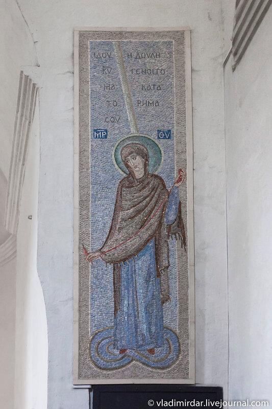 Мозаичная икона Богородицы в Храме Спаса Преображения в селе Остров
