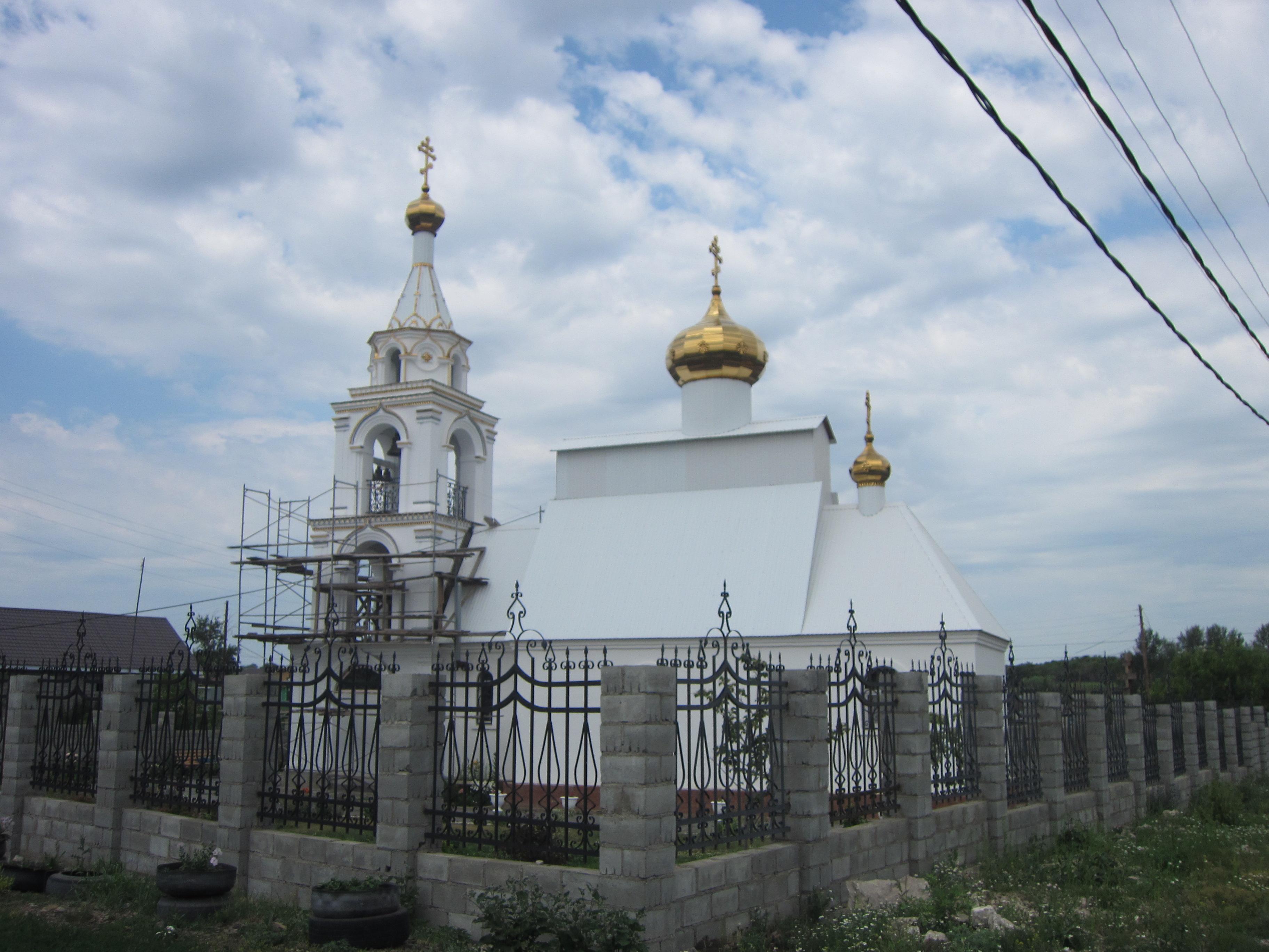Судя по стротительным лесам, церковь станет еще краше (09.07.2014)