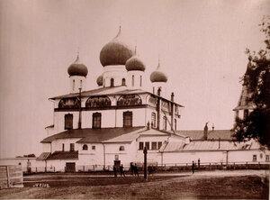 Вид на собор Знамения Богородицы Знаменского монастыря (построен в 1682-1688 гг.) на Торговой стороне. Новгород г.