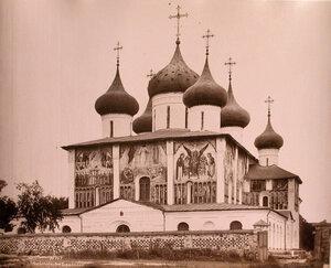 Вид юго-западного фасада Преображенского собора Спасо-Евфимиева монастыря (построен в 1564 г.,перестраивался в XVII и XIX вв.) Суздаль г.