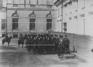 Взвод конвоя около музея императора Александра III.