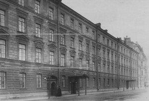 Фасад здания казарм (Шпалерная улица).