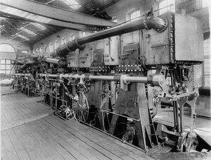 Внутренний вид одного из цехов механического завода.