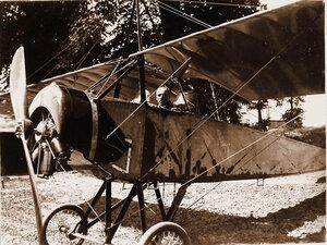 Военный лётчик отряда поручик Головатенко в кабине летательного аппарата.