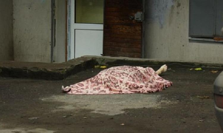 16-летняя девушка совершила самоубийство прыгнув с крыши многоэтажки Дзержинск